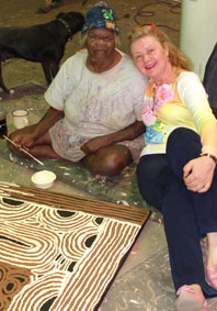 Photo: Nyurapayia Nampitjinpa aka Mrs. Bennett and Aniela Kos circa 2006| Provenance: Yanda Aboriginal Art