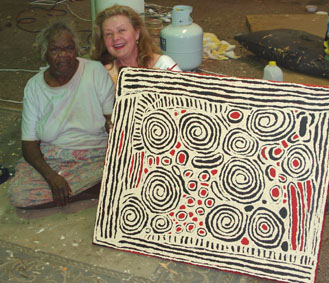 Photo: Famous artist Mrs Bennett, Nyurapayia Nampitjinpa & Aniela, Alice Springs, August 2006.