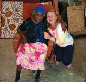 Photo: Tjawina Porter & Aniela, Yanda Gallery, Alice Springs Studio, August 2006.